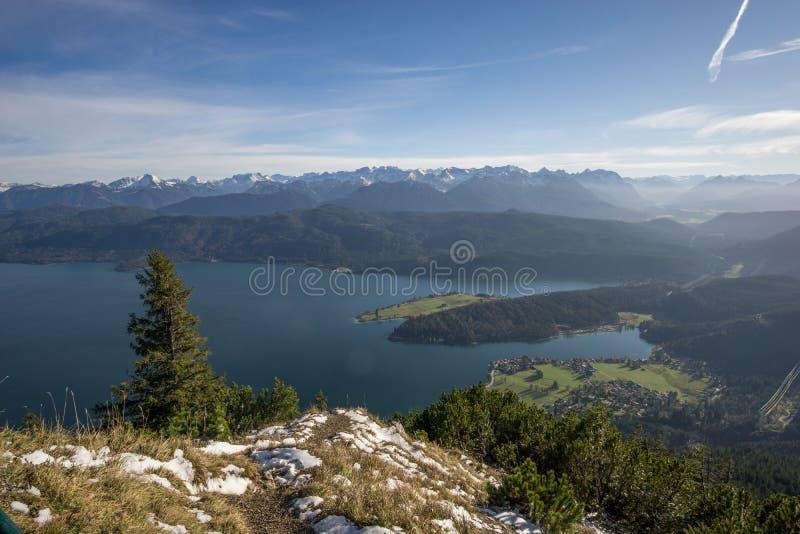 从Herzogstand的全景到Walchensee 库存照片