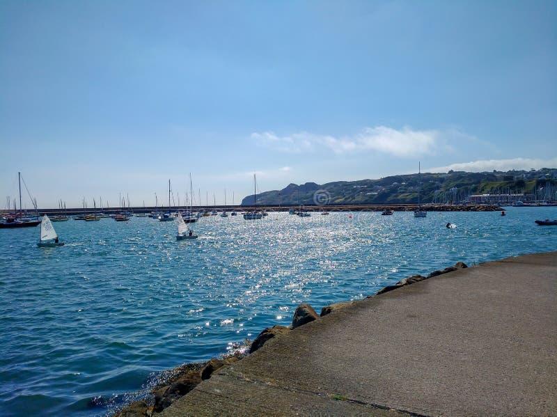 从Howth港口的看法,都伯林爱尔兰在旅行之外的夏日 库存照片