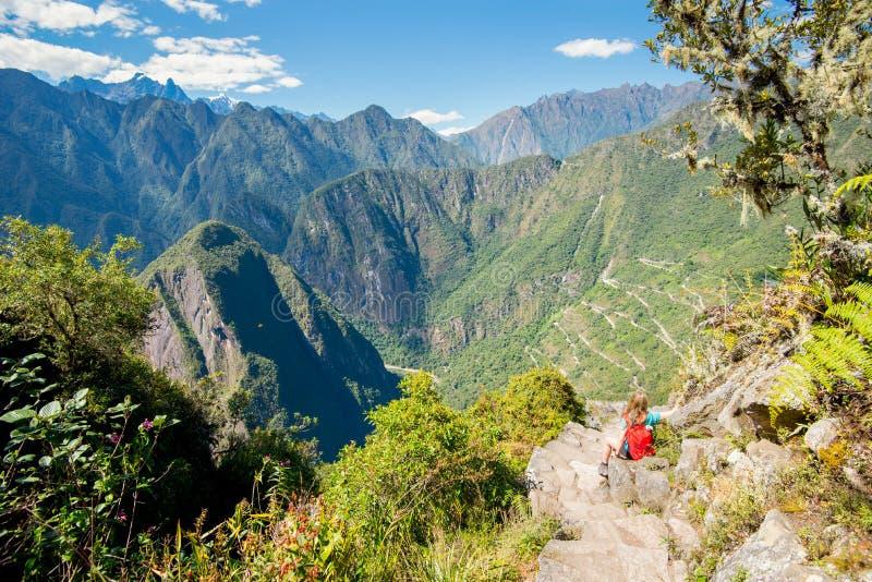 从Huayna Picchu对周围的山-秘鲁的看法 库存照片