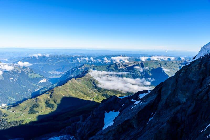 从Jungfraujoch平台的看法向卢达本纳,伯尔尼兹阿尔卑斯山脉在瑞士-旅行目的地在欧洲 图库摄影
