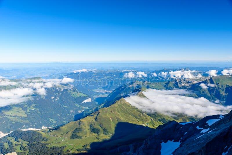 从Jungfraujoch平台的看法向卢达本纳,伯尔尼兹阿尔卑斯山脉在瑞士-旅行目的地在欧洲 库存图片