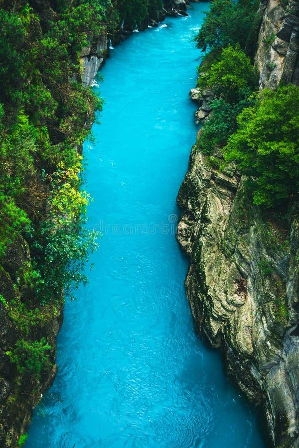 从Koprulu峡谷的令人惊讶的河风景在马纳夫加特,安塔利亚,土耳其 免版税库存照片