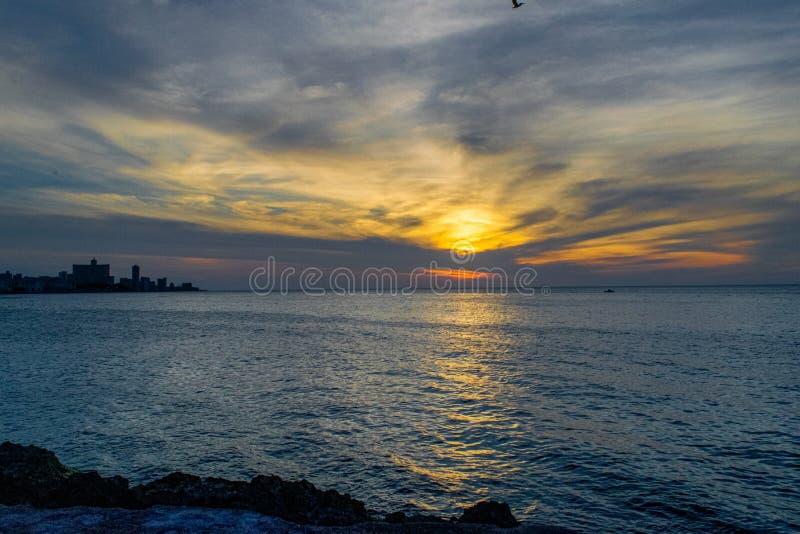从La哈瓦那古巴码头的看法  图库摄影