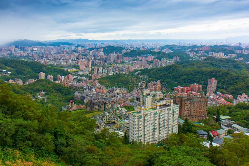 从Maokong长平底船的台北视图 免版税库存图片