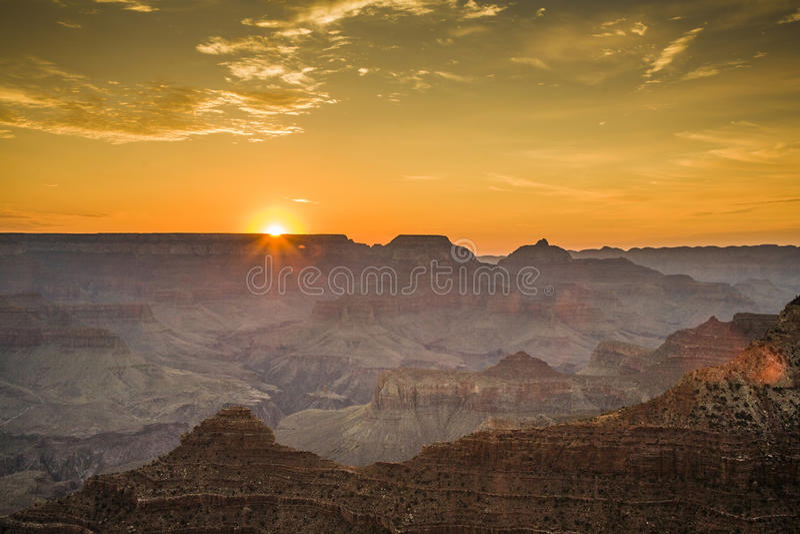 从Mathers点看到的五颜六色的日出在大峡谷 免版税库存图片
