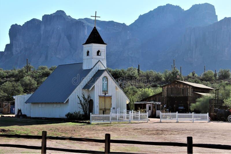从Mesa,亚利桑那的Tonto国家森林风景视图向峡谷湖亚利桑那,美国 免版税库存图片