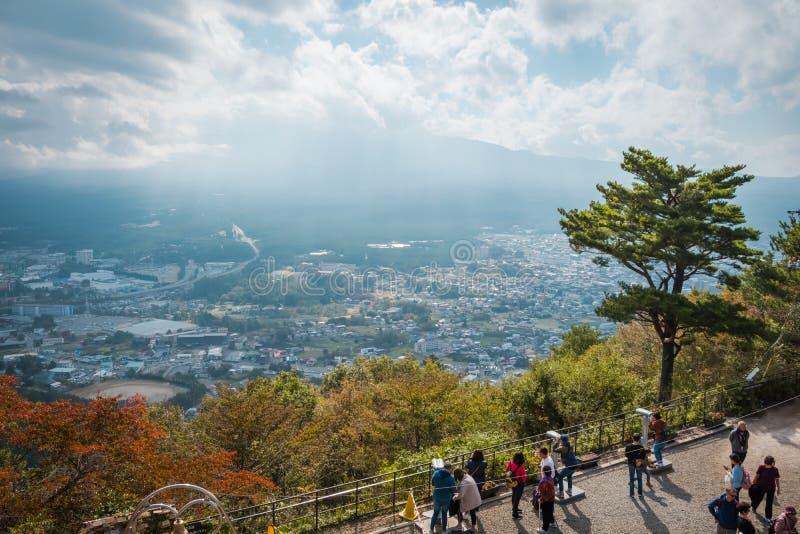从Mitsutoge山的富士山和河口湖视图在日本 免版税图库摄影