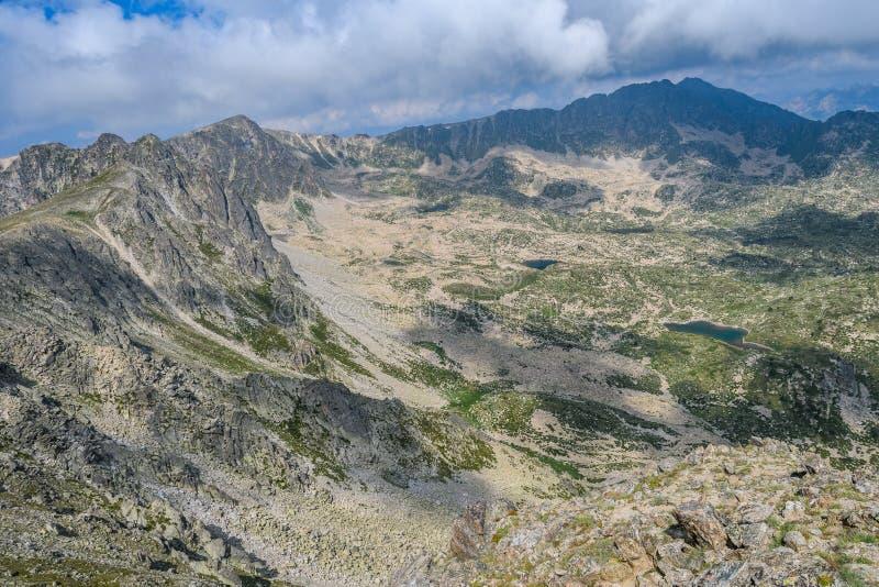 从Montmalus峰顶的全景在安道尔 图库摄影