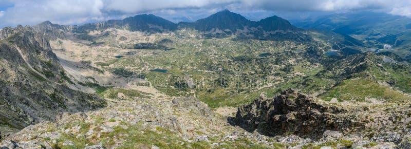 从Montmalus峰顶的全景在安道尔 库存图片