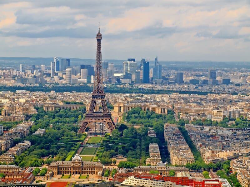 从Montparnasse塔的视图到巴黎市 免版税库存照片