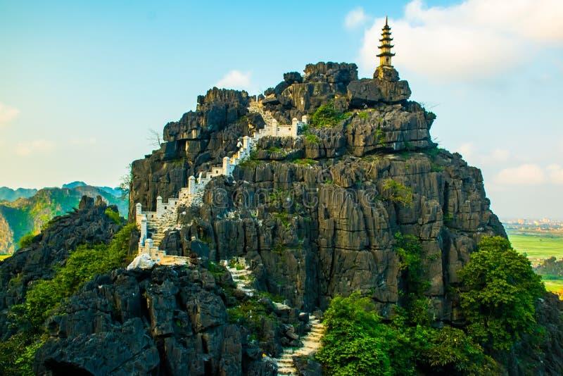 从Mua洞山, Ninh Binh, Tam Coc,越南的顶端美好的日落风景观点 免版税图库摄影