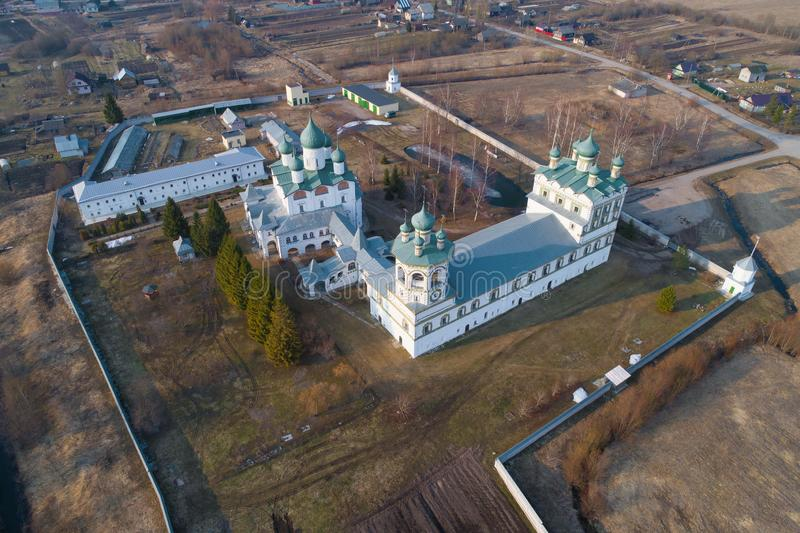 从Nikolo-Vyazhishsky修道院航拍的教会的高度的一个看法 免版税库存照片