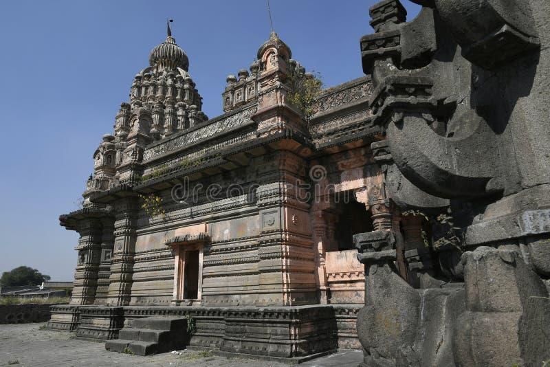 从Peshwas的期间的Sangameshwar寺庙在玄武岩砌石的在萨斯瓦德,浦那 库存照片