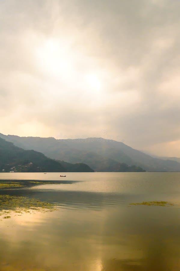 从Pokhara湖,加德满都银行的奇妙湖视图城市尼泊尔 免版税图库摄影