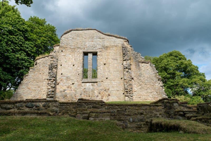 从Riseberga修道院废墟的石墙在瑞典 库存图片