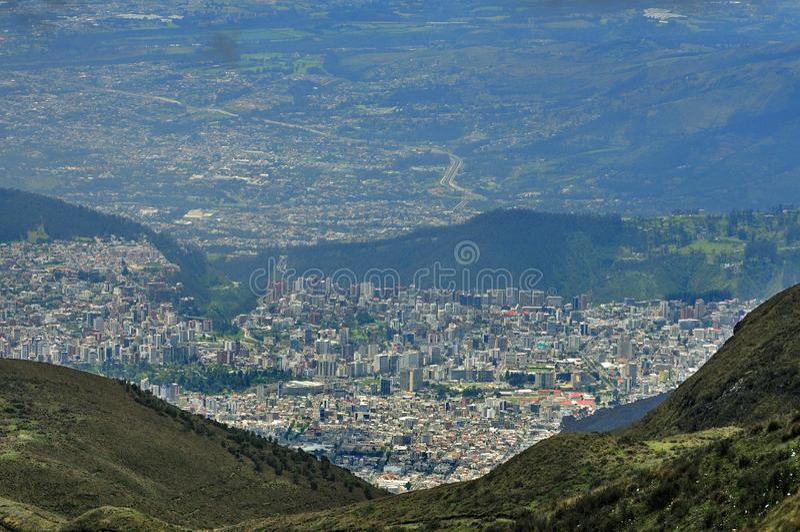 从Ruco皮钦查省山上面的基多市  库存图片