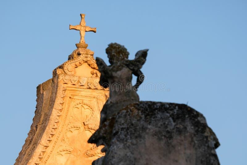 从Scoppa曲拱的细节在大教堂广场在奥斯图尼的历史中心在普利亚,意大利 免版税库存照片