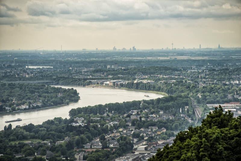从Siebengebirge Drachenfels在莱茵河,方向Königswinter -波恩-科隆的看法 库存图片
