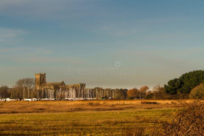 从Stanpit沼泽的克赖斯特切奇小修道院 库存照片