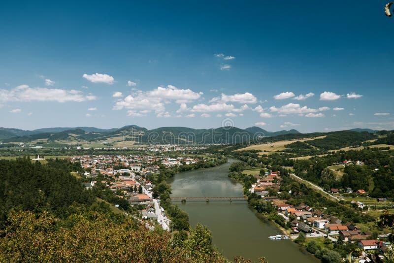 从Strecno城堡的美丽的景色在河vah 库存照片