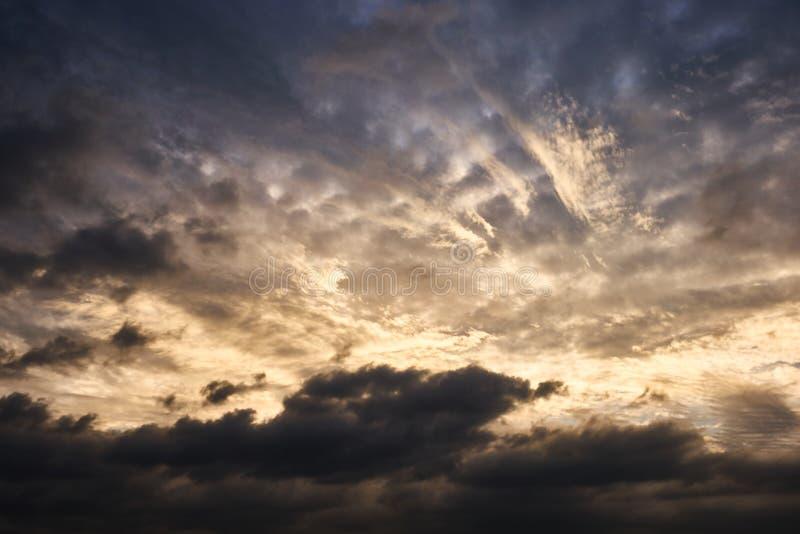 从Sungsan日出峰顶被看见的灼烧的天空在济州岛,韩国的顶端 图库摄影