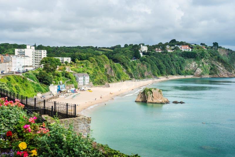 从Tenby海滩,威尔士的镇北边的空中海滩视图 库存图片