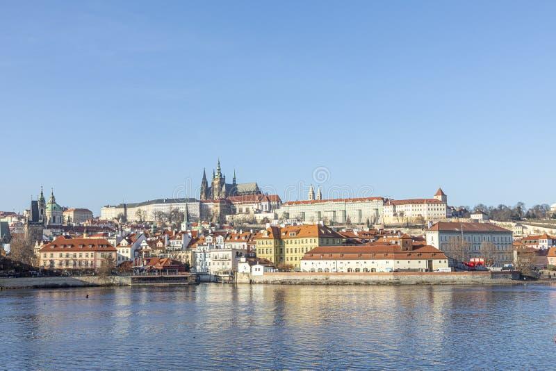 从Vltava河欣赏布拉格城堡 免版税库存图片