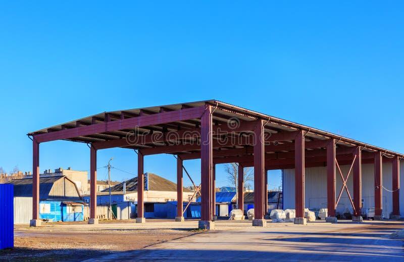 仓库是物品存贮的一个商业大厦 制造商使用仓库,进口商,出口商 库存图片