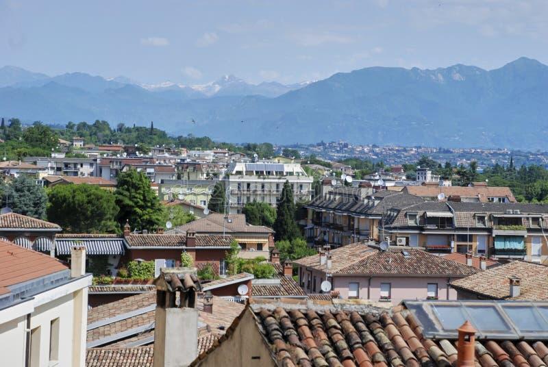 代森扎诺-德尔加达,瓦屋顶,天线看法  免版税库存照片