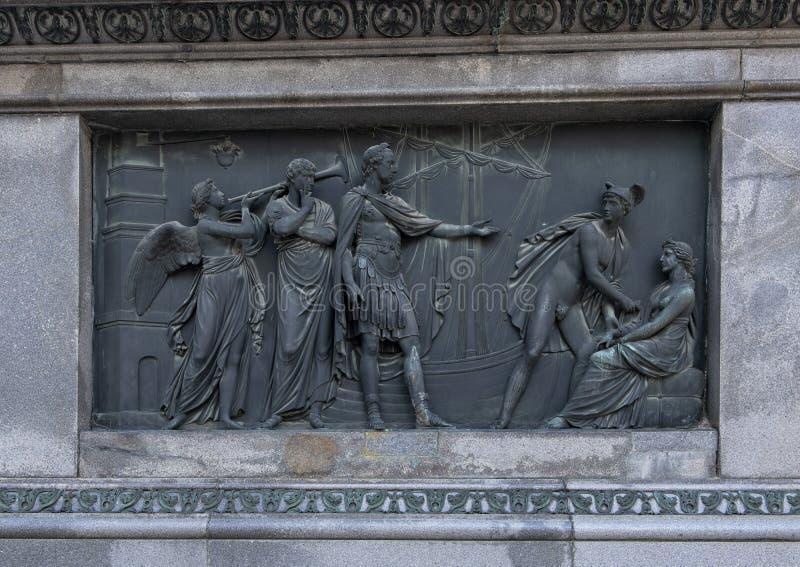 代表商务,皇帝约瑟夫二世,约瑟夫广场,维也纳,奥地利骑马雕象的古铜色浅浮雕  免版税图库摄影