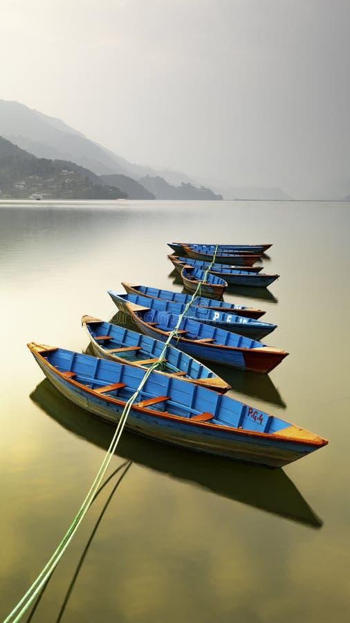令人惊讶的看法,束尼泊尔小船 免版税库存照片