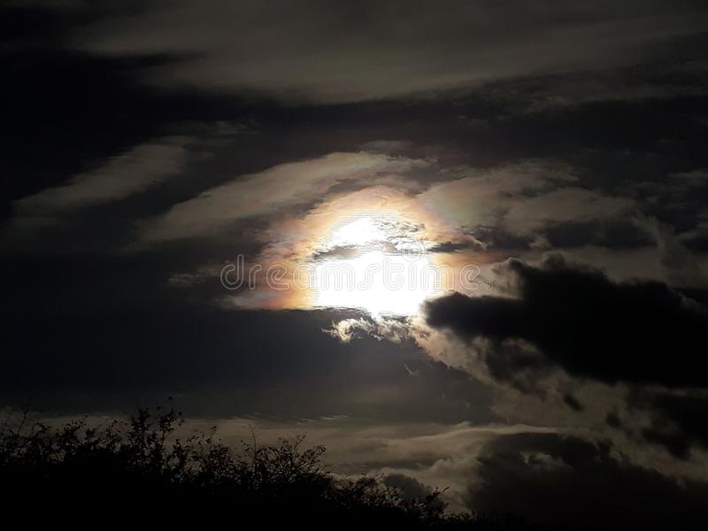 令人毛骨悚然的晚上天空 免版税库存照片