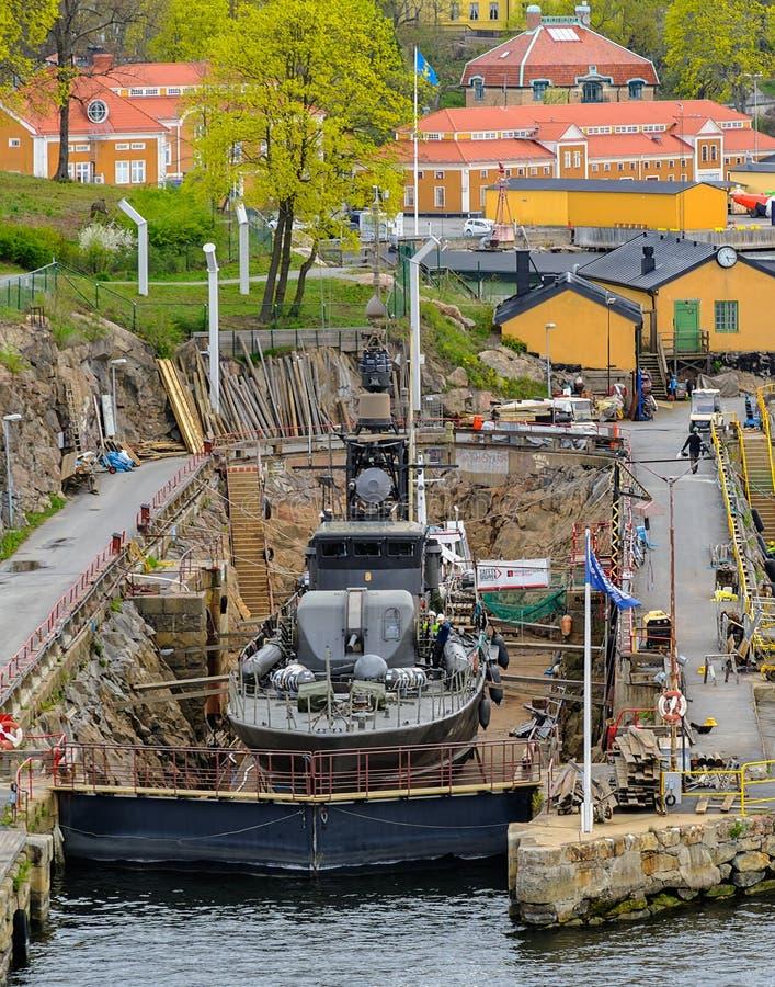 以前瑞典军用军舰-博物馆导弹小船每年检查的于斯塔德R142在老码头的干船坞在Beckholmen 库存图片