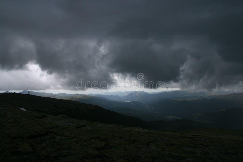 Download 以后的风暴 库存照片. 图片 包括有 云彩, 风景, 黑暗, 风暴, 高涨, 原野 - 53702