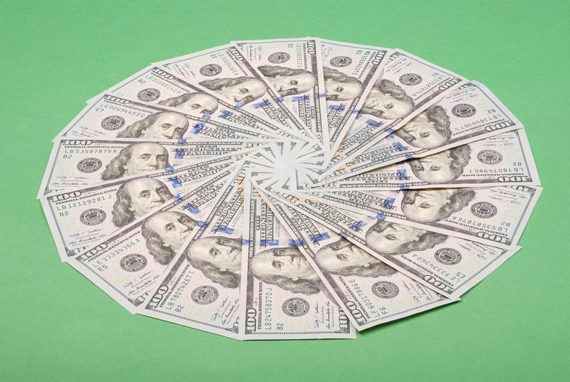 以圈子的形式金钱 免版税库存照片