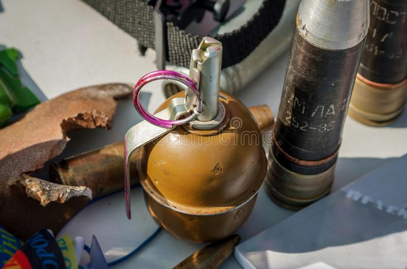 以壳a为背景的老苏联手榴弹RGD-5 库存图片