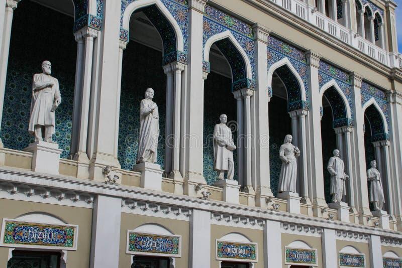 以尼扎米命名的阿塞拜疆文学国家博物馆-艺术家和马赛克窗口雕塑在回教styl 库存图片
