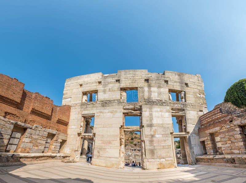 以弗所历史古城的古老Celsus图书馆,在Selcuk,伊兹密尔,土耳其 库存图片