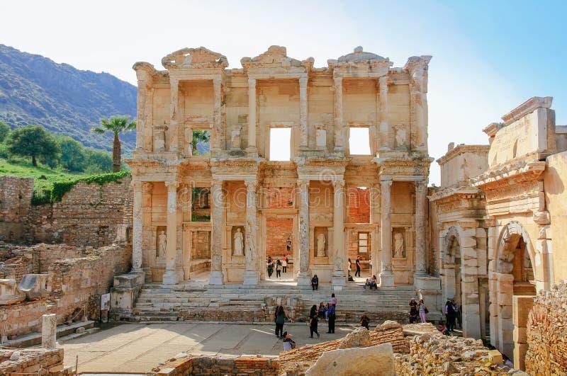 以弗所,土耳其- 2018年4月12日:旅客拜访了Celsus天秤座 免版税库存图片