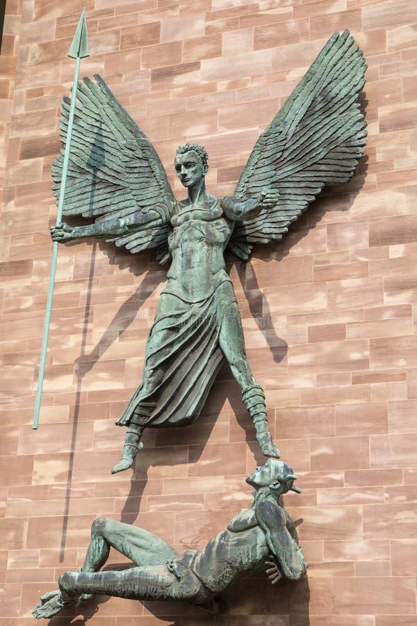 以恶魔的圣迈克尔胜利在考文垂 图库摄影