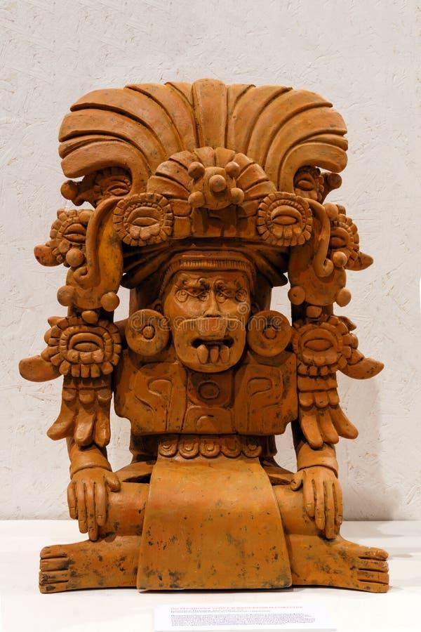 以神的形式古老Zapotec殡葬缸 免版税库存图片