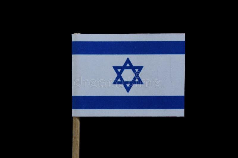 以色列的一面正式旗子牙签的在黑背景 蓝色大卫王之星在两水平的蓝色条纹之间的在白色 免版税库存图片
