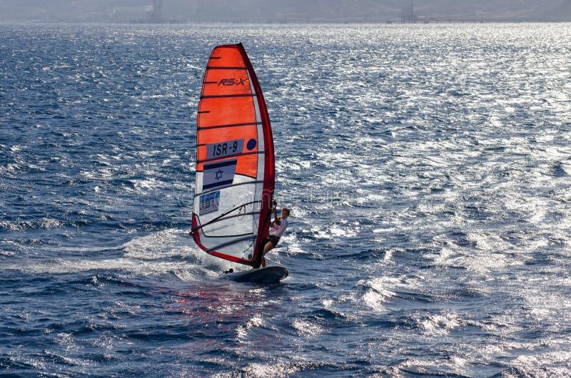 以色列风帆冲浪在埃拉特海湾的竞争  以色列 图库摄影