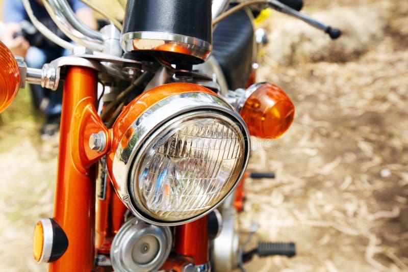 以色列, PETAH TIQWA - 2016年5月14日:技术古董的陈列 本田自行车车灯在Petah Tiqwa,以色列 库存照片
