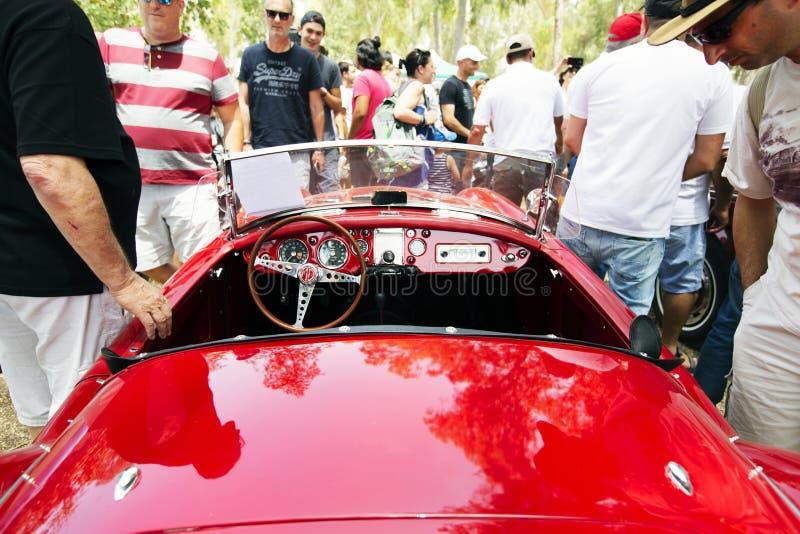 以色列, PETAH TIQWA - 2016年5月14日:技术古董的陈列 经典MG跑车在Petah Tiqwa,以色列 免版税库存图片