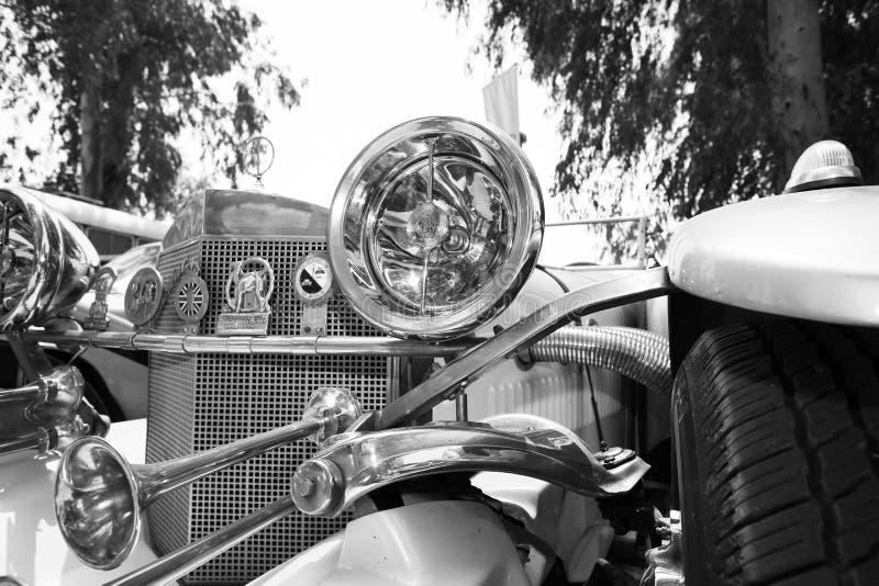 以色列, PETAH TIQWA - 2016年5月14日:技术古董的陈列 老汽车车灯正面图在Petah Tiqwa,以色列 库存图片