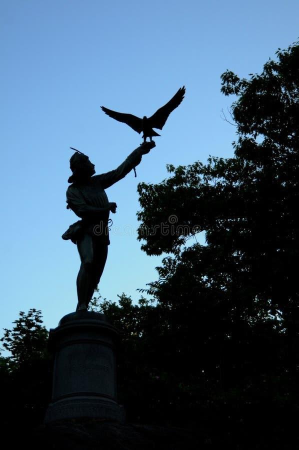 以鹰狩猎者雕象在中央公园在纽约 免版税库存照片