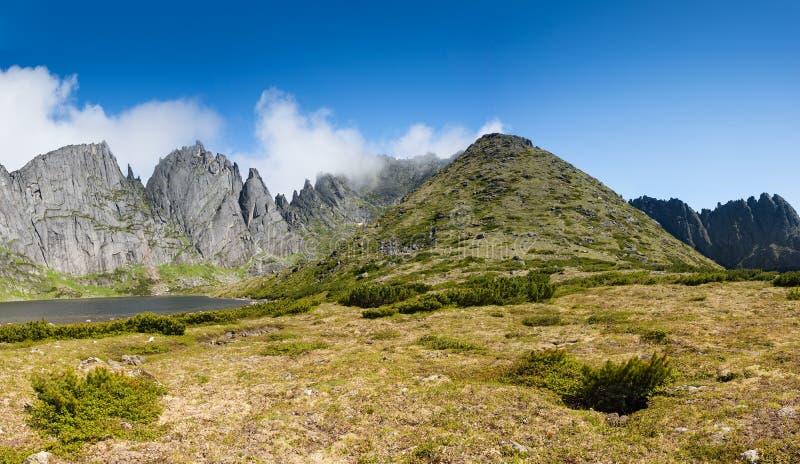 以Dusse Alin名义的山用俄语远东哈巴罗夫 库存照片