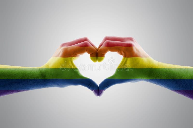 以LGBT彩虹心脏的形式两只手 免版税库存照片