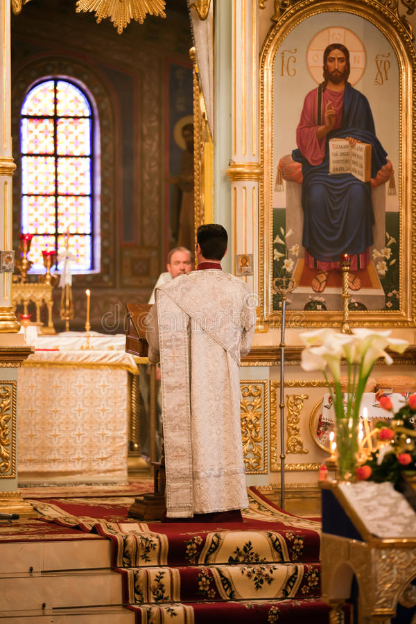 仪式教会复活节正统祷告 免版税库存照片